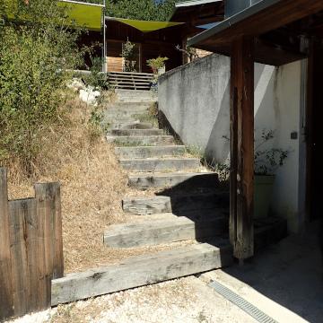 aménagement extérieur, franchissement, escalier, escalier bois, enrochement